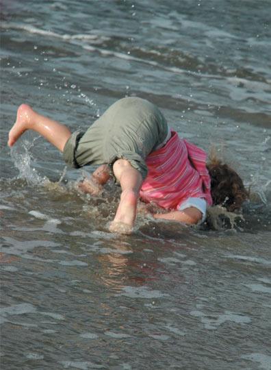 faceplant-kid-beach
